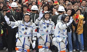 Chinese astronauts Zhai Zhigang (l), Liu Boming and Jing Haipeng (r) before the launch of the Shenzhou 7 rocket at the Jiuquan Satellite Launch Centre in north-west China