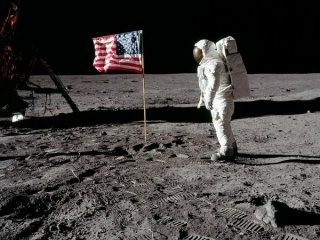 Flag-Waving-Moon-Landing 9803 600X450